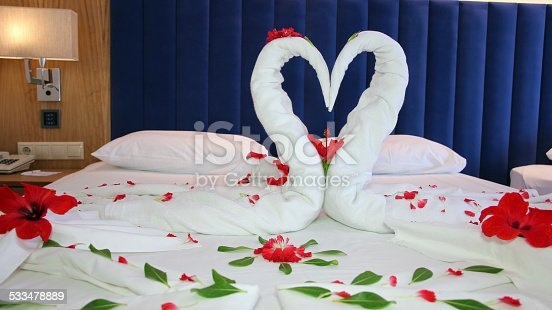 istock Romantic Flower Petal Arrangement on a Hotel Bed 533478889