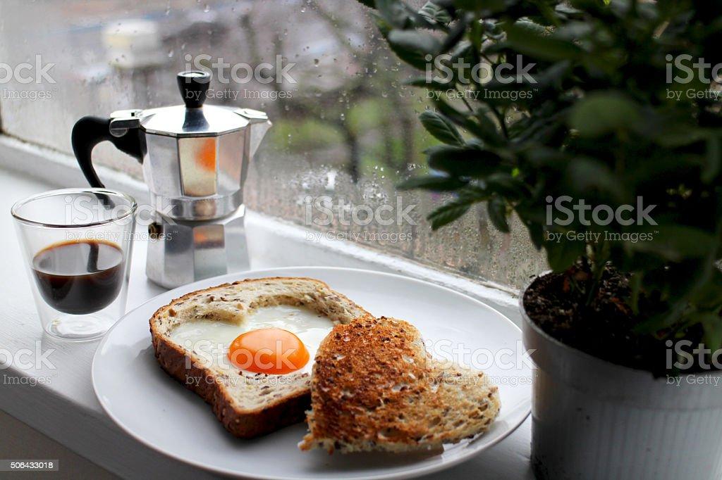 Romántica en forma de corazón, día de San Valentín de desayuno - foto de stock