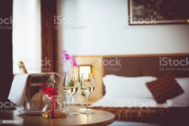 Romantic hotel room picture id653360600?b=1&k=6&m=653360600&s=612x612&h=yqca3dcyflsricmodch7rqnebuxurfbp0plqpq4s zk=