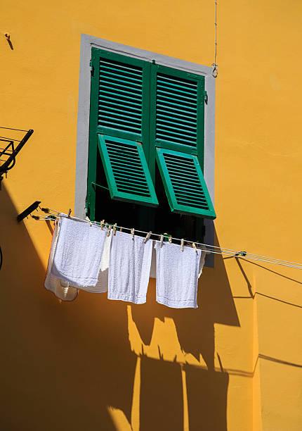 romantische italienisches village - orangenscheiben trocknen stock-fotos und bilder