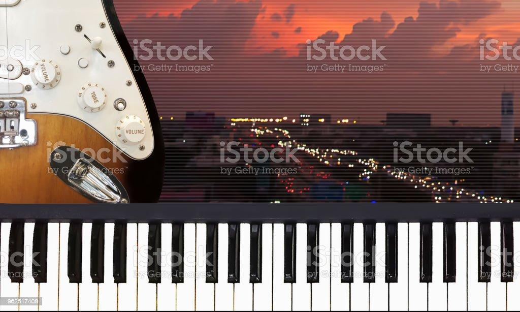 Canção de amor romântico para adorável e romance no clima do dia solitário de Crepúsculo. - Foto de stock de Amor royalty-free