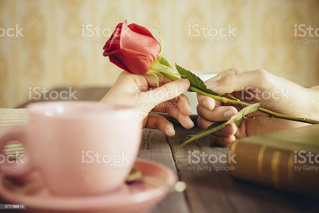 Romantische Mann und Frau eine rose – Foto