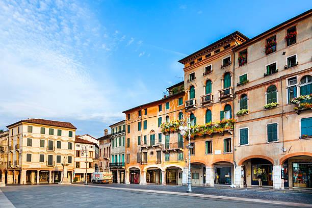 Romantica mercato in città vecchia di Bassano del Grappa - foto stock