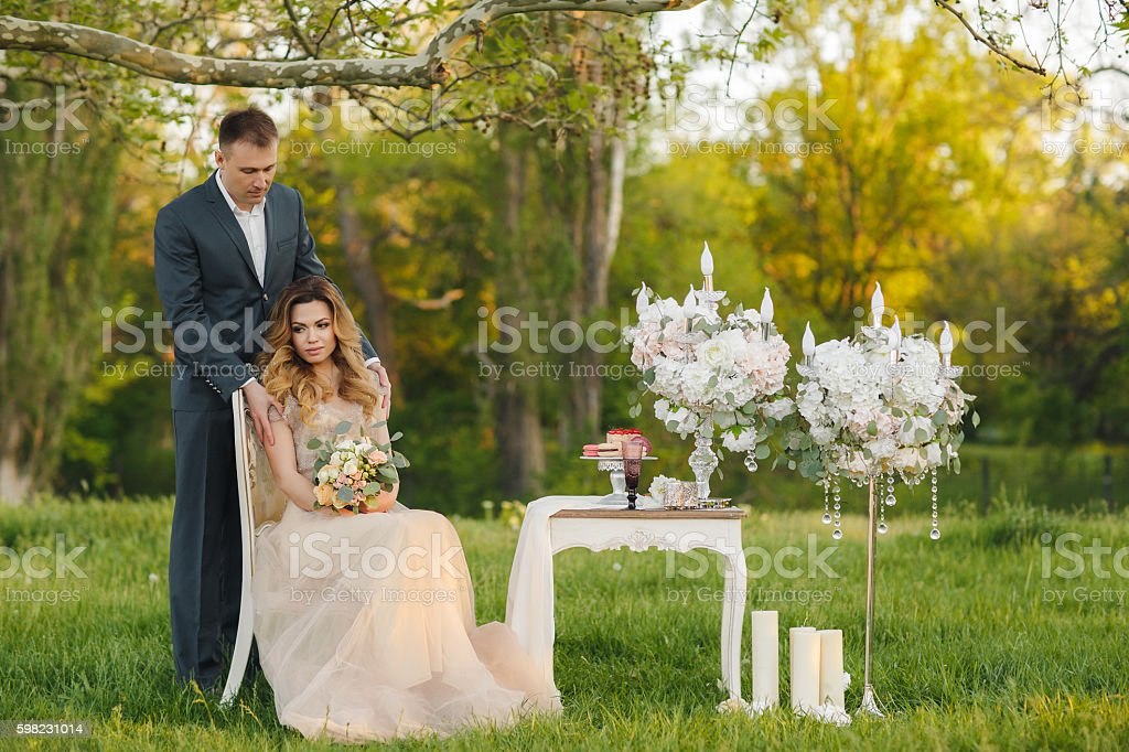 Romantic moments of a young wedding couple on summer meadow foto royalty-free