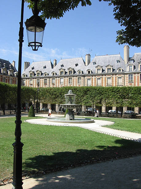 romantic paris square - fsachs78 stockfoto's en -beelden