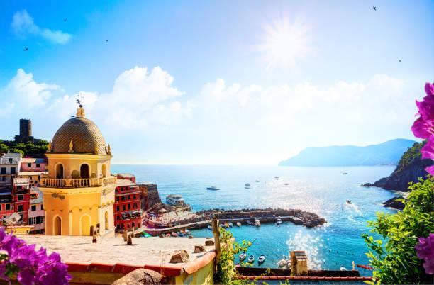 romantic seascape in mediterranean italy old town;  five lands, vernazza, cinque terre, liguria italy europe. - la spezia foto e immagini stock