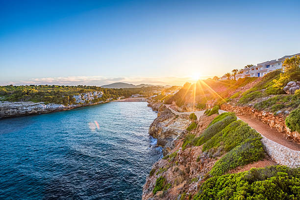 Romantique au coucher du soleil à Cala romantique à Majorque - Photo