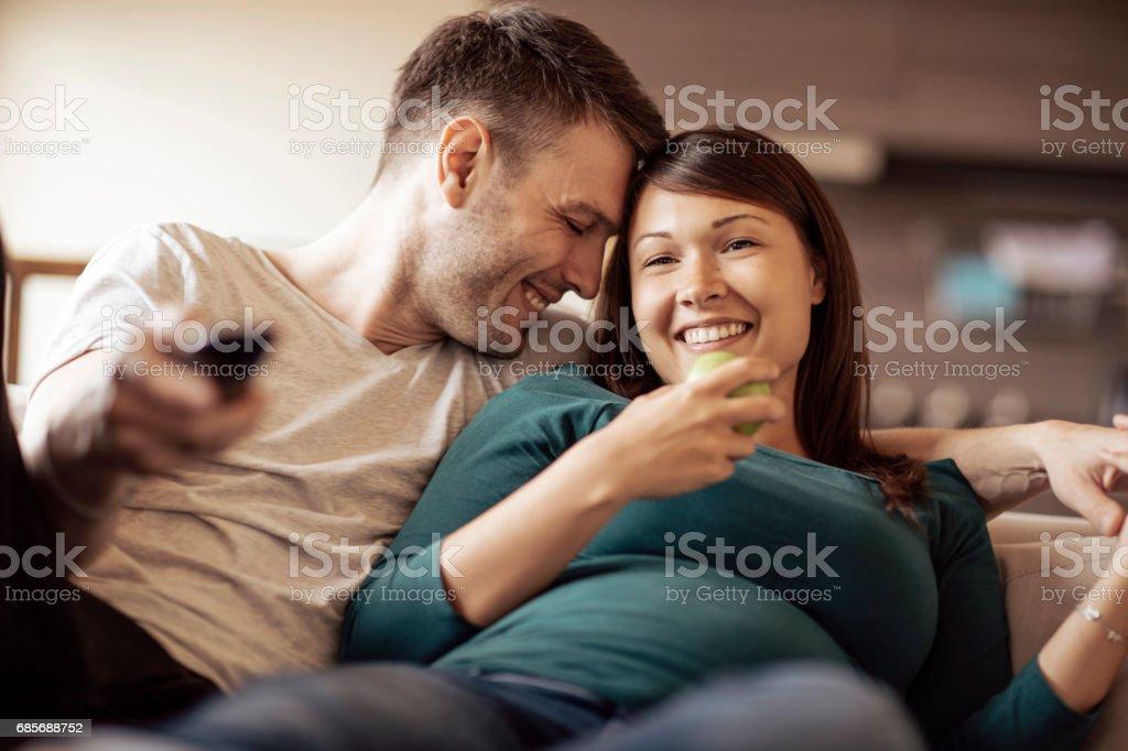 未來的父母之間的浪漫時光 免版稅 stock photo