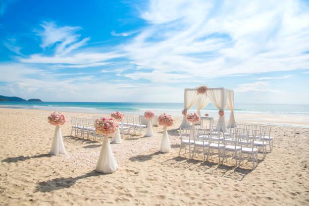 romantische hochzeit am strand - hochzeitsreise ohne mann stock-fotos und bilder