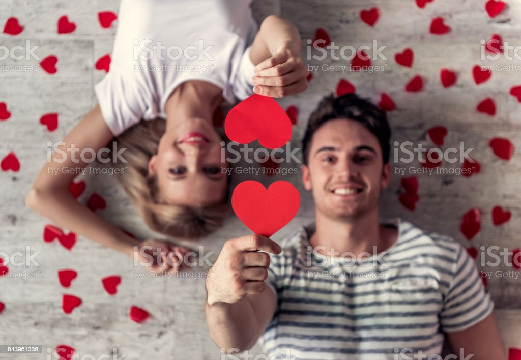 Pareja joven romántica - foto de stock