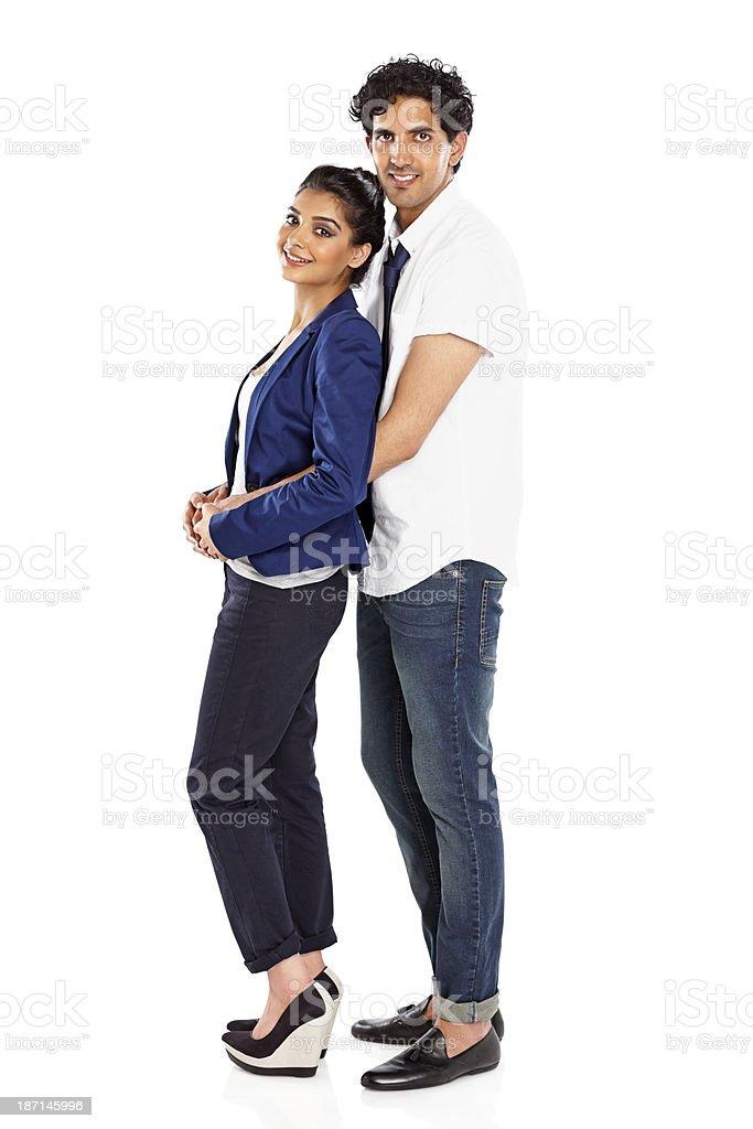 Biały mężczyzna umawia się z indyjską kobietą