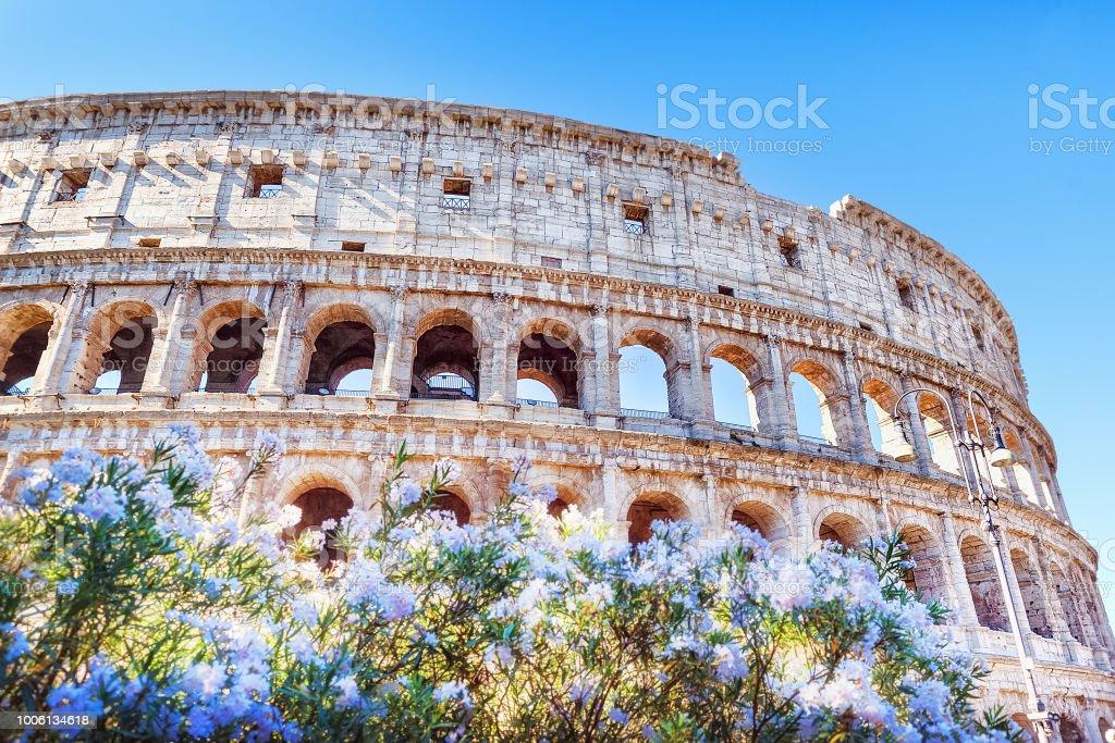 Roma Coliseo Italia Vista Romántica En Monumento Icónico Antiguo