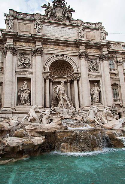 fontana di trevi-roma - anita ekberg foto e immagini stock