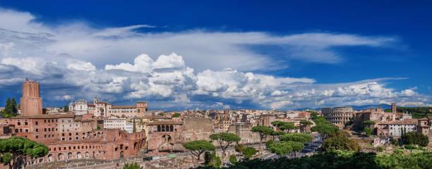 rome imperial forum panorama - rome road central view foto e immagini stock