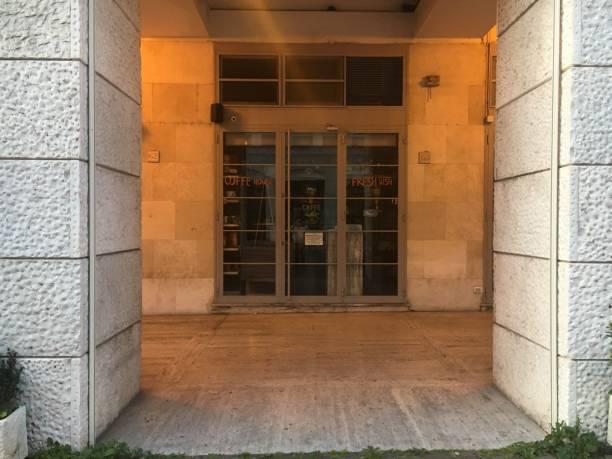 Rome, Italy 04 04 2020: Bar closed for lockdown due to Coronavirus in Rome - foto stock