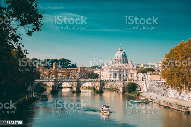 Rome italy papal basilica of st peter in the vatican sightseeing boat picture id1131534768?b=1&k=6&m=1131534768&s=612x612&h=gnpyn9ozfwlpkjdgtmjxk6hn11s s7jt4uyukahrugc=
