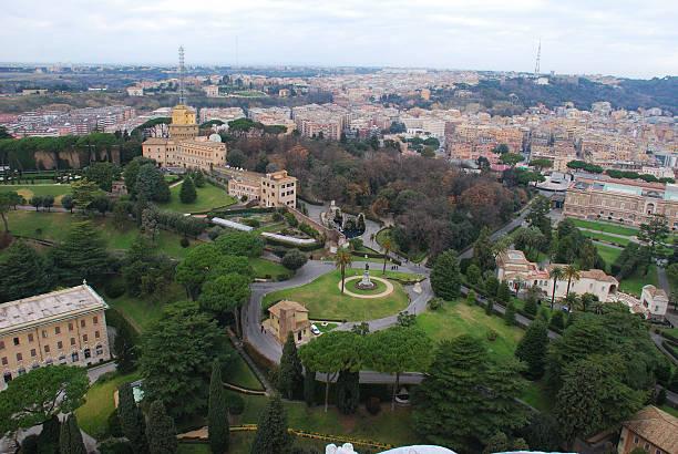 rom-st. peter's basilica - papst benedikt xvi stock-fotos und bilder