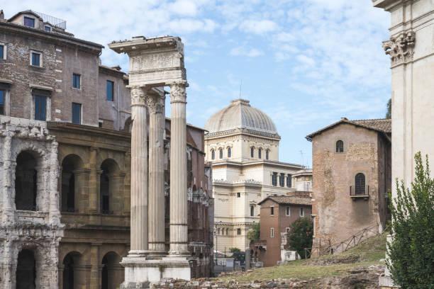 rome synagogue from teatro marcello - roma foto e immagini stock