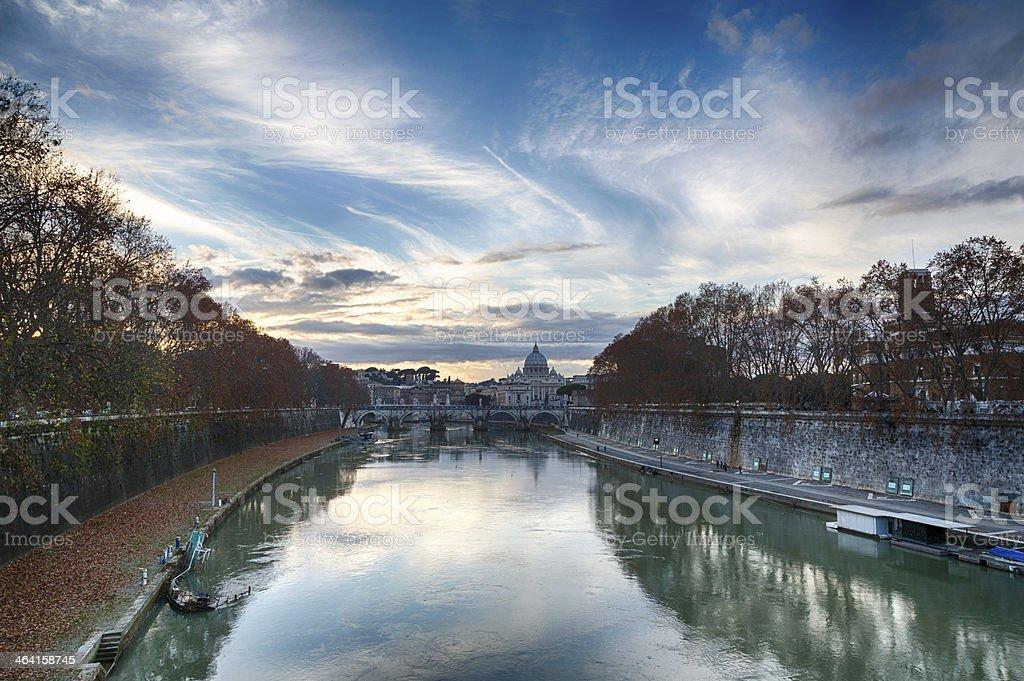 Roma-Fiume Tevere e Basilica di San Pietro - foto stock