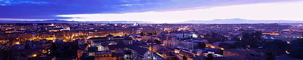 vista su roma all'alba - rome road central view foto e immagini stock