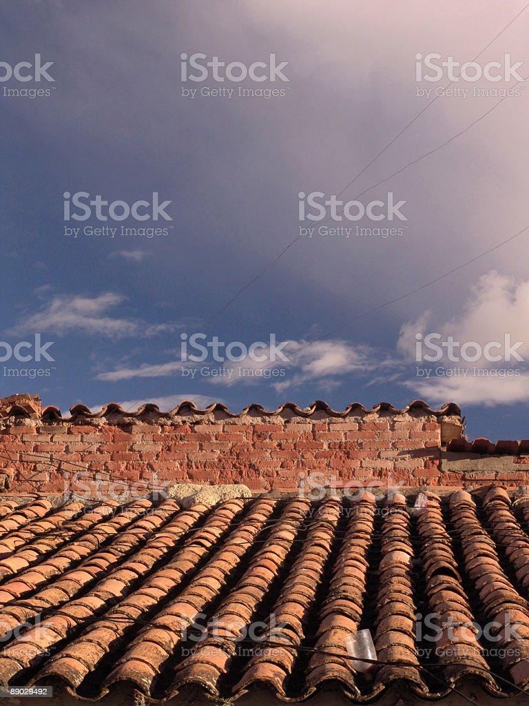 Dach und Wolken Lizenzfreies stock-foto