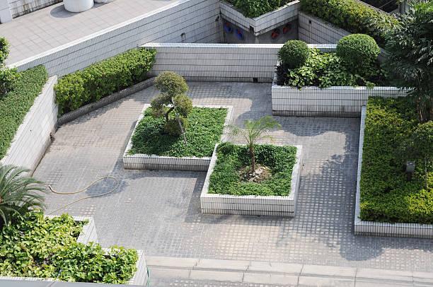 "roof garden "",jardín en el último piso"" - dachgarten stock-fotos und bilder"