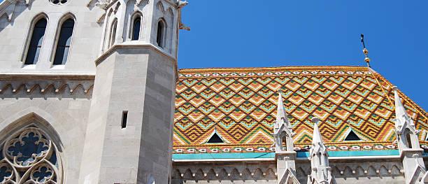 屋根のマーチャーシュ教会のブダペスト - マーチャーシュ教会 ストックフォトと画像