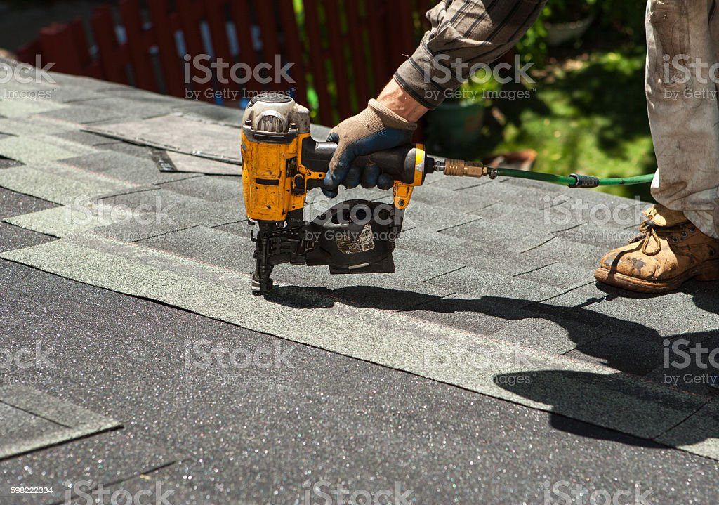 Roof shingle replacement foto royalty-free