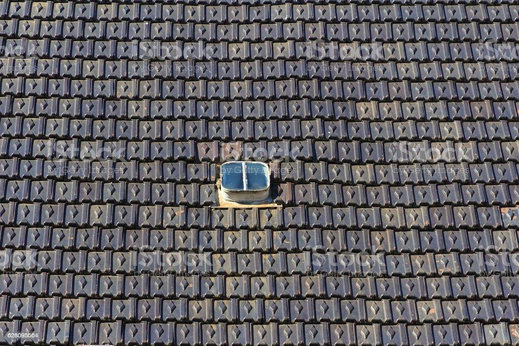 Dachziegel mit Dachfenster stock photo