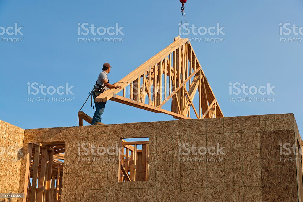Dach Trusses Hoisted, die unvollendete Home Frame – Foto