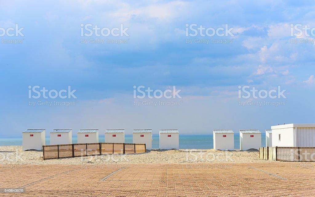 Roofed beach chairs at beach of Nieuwpoort in Belgium foto