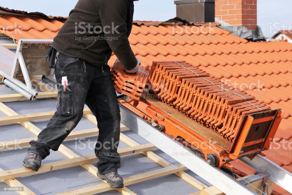 Dachdecker bei der Arbeit – Foto
