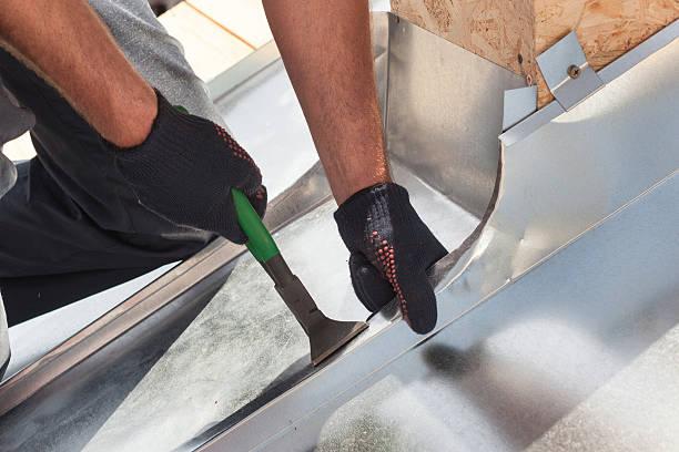 roofer builder worker finishing folding a metal sheet - blech stock-fotos und bilder