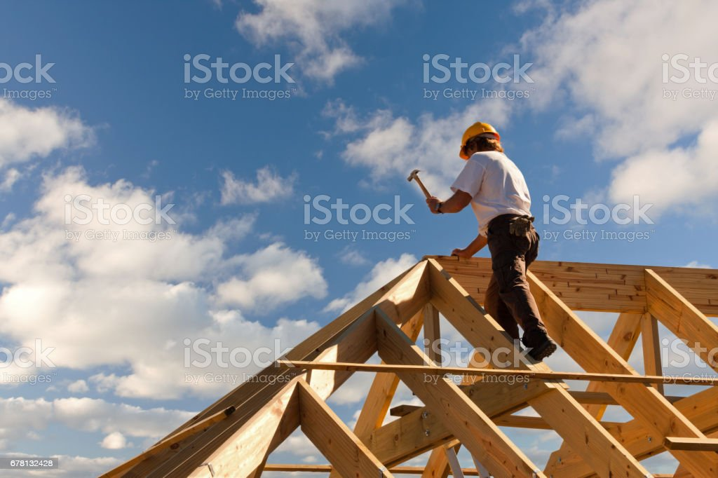 roofer carpenter working on roof – Foto