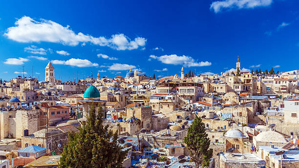roofs of old city with holy sepulcher church dome, jerusalem - jeruzalem stockfoto's en -beelden