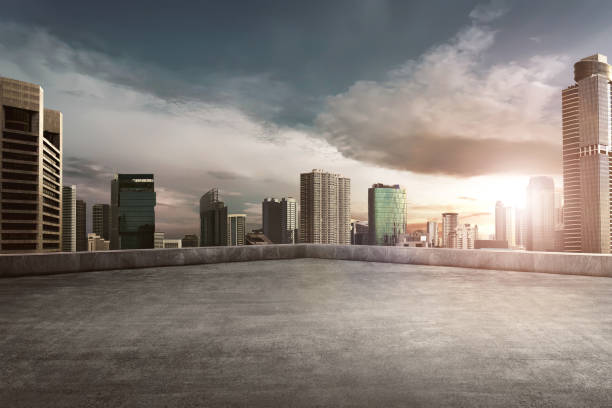 Rooftop balcony with cityscape - foto stock