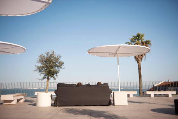rooftop cafe - esplanada portugal imagens e fotografias de stock