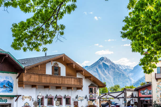 rooftops of bavarian village in washington with restaurants and mountains - leavenworth washington stock photos and pictures