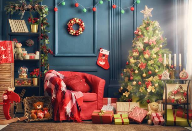 room decorated for christmas - living room background imagens e fotografias de stock