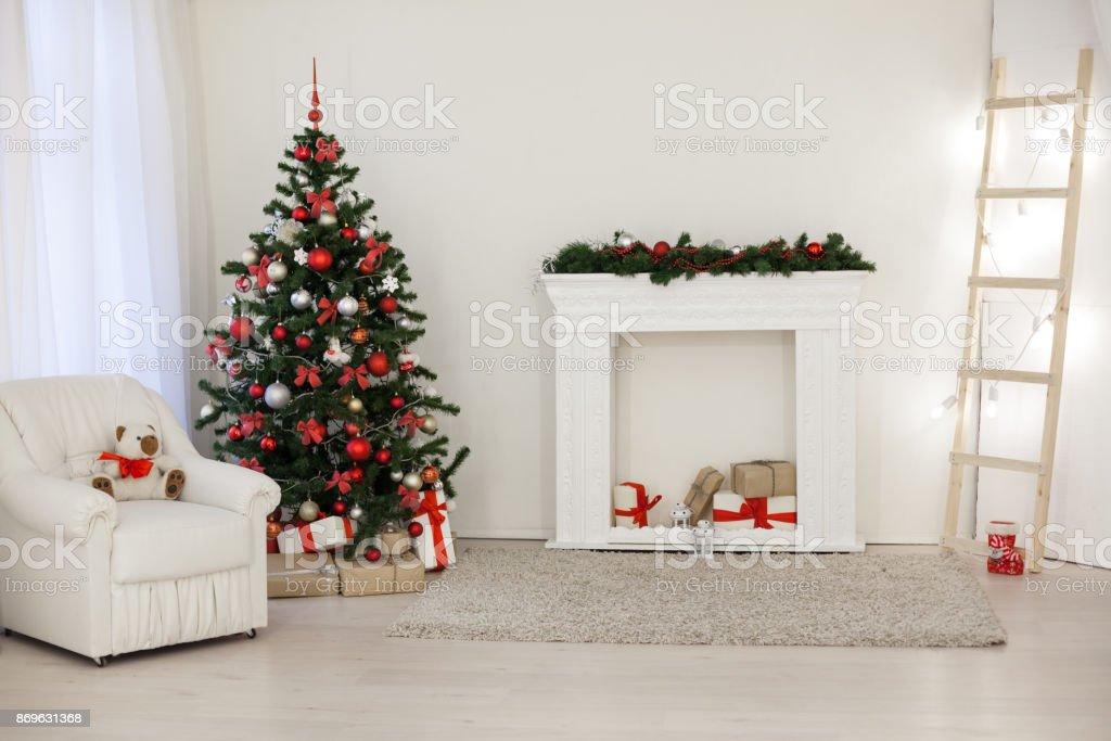 Die Weihnachtsgeschenke.Zimmer Für Die Weihnachtsgeschenke Feiertage Neujahr Baum Dekoriert