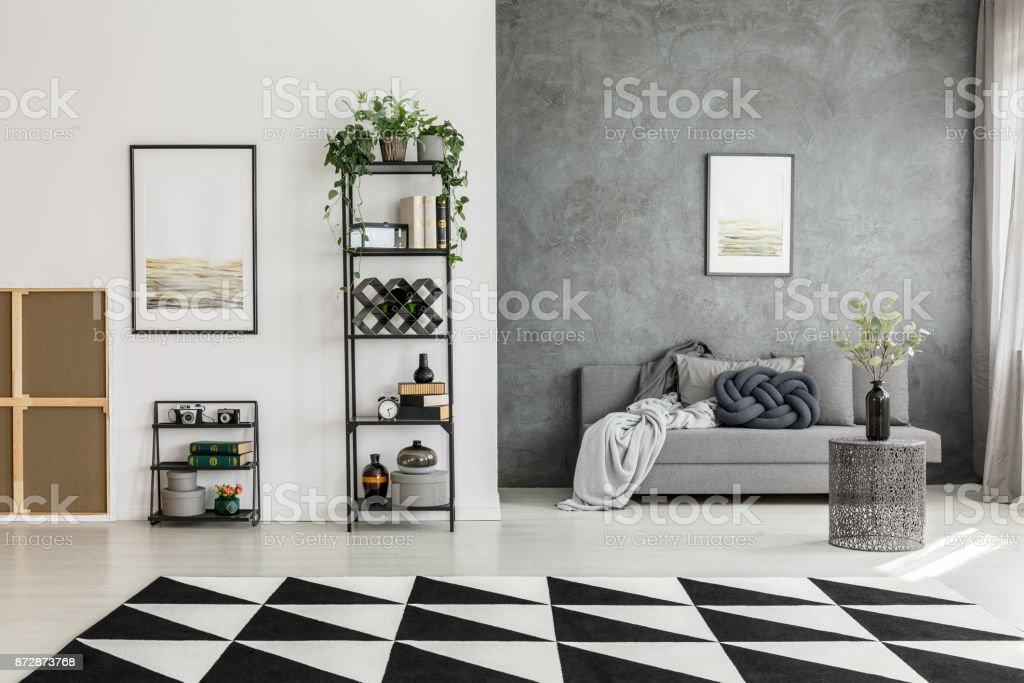 Zimmer Mit Kontrast Farben Wände Stockfoto und mehr Bilder ...