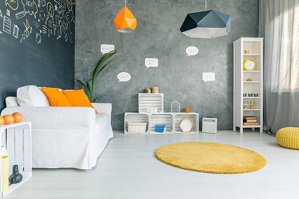 room with sofa and round carpet - teppich geometrisch stock-fotos und bilder