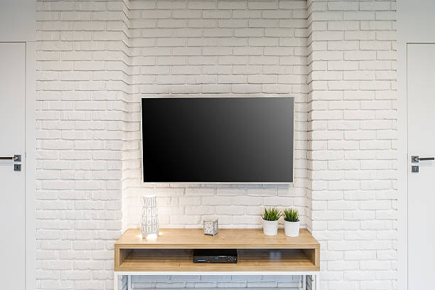 room with tv - fernseher and der wand stock-fotos und bilder