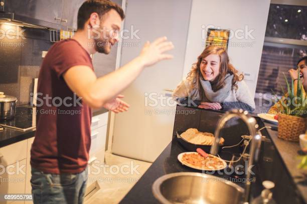 Roommates cooking together picture id689955798?b=1&k=6&m=689955798&s=612x612&h=kql6ajk4odtulur6imcusk9fyj9sxo9uze  r5pynb8=