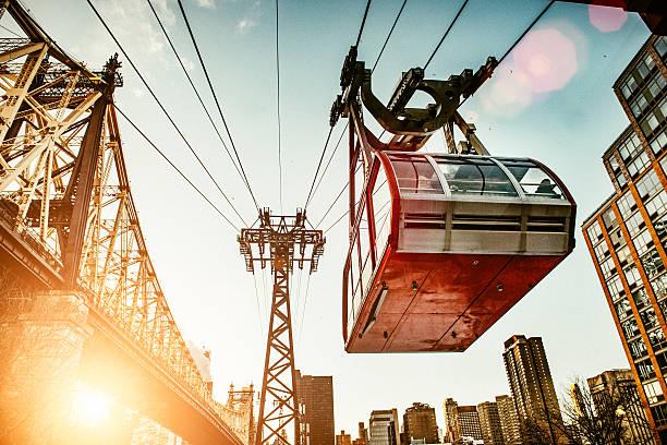 roosevelt island a new york city tram - linea tranviaria foto e immagini stock
