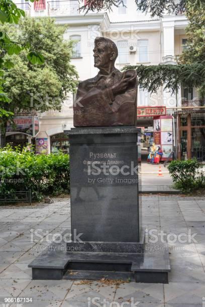 Roosevelt Monument I Skuggan Av En Lugn Gränd-foton och fler bilder på Affär