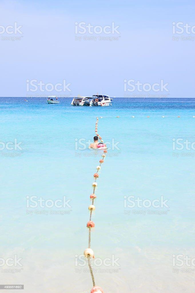 Веревка и море buoy на море, волны на быстроходном катере Стоковые фото Стоковая фотография