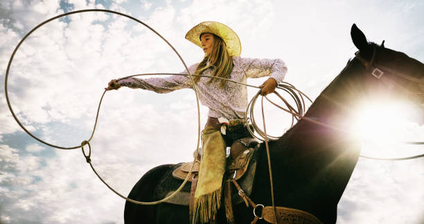 Roping Cowgirl - foto de stock