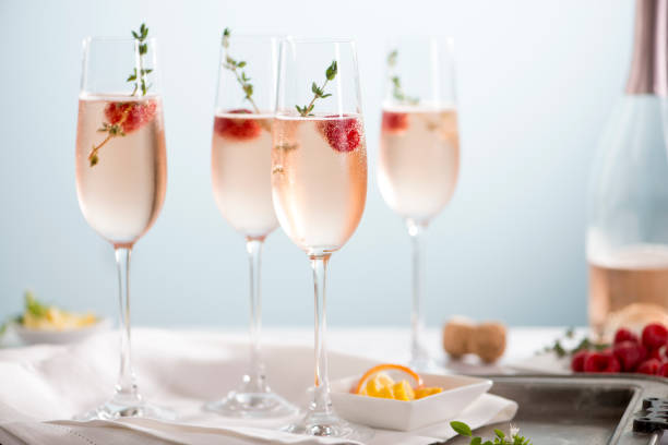 rose champagne cocktails - поздний завтрак стоковые фото и изображения