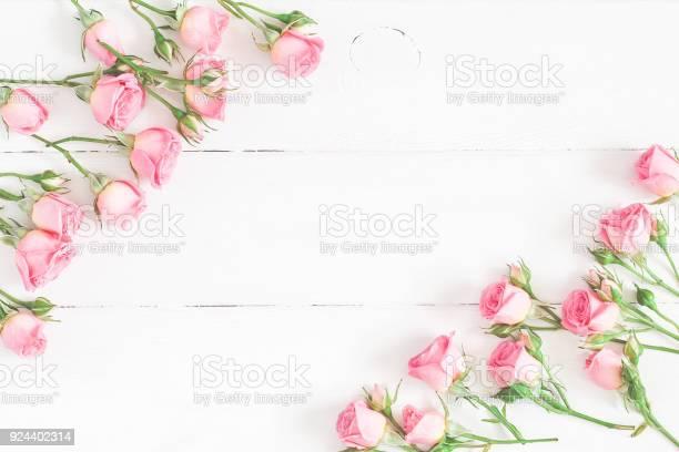 Rose flowers on white wooden background flat lay top view picture id924402314?b=1&k=6&m=924402314&s=612x612&h=ceukn13h5e3qtkakztcjqiz6u61 3pjunegw22 vs q=